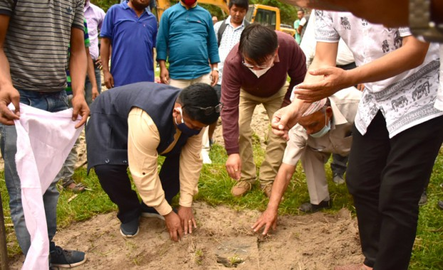 Minister lays foundation stone for bridge
