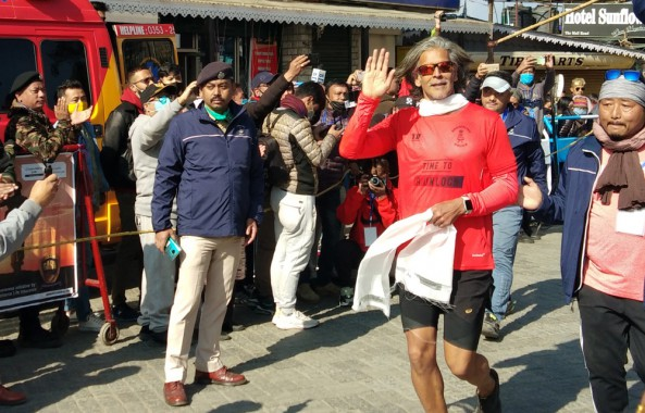 Over 2,000 runners take part in Darjeeling marathon Star attractions Milind Soman & Kailesh Kher hails the hill event