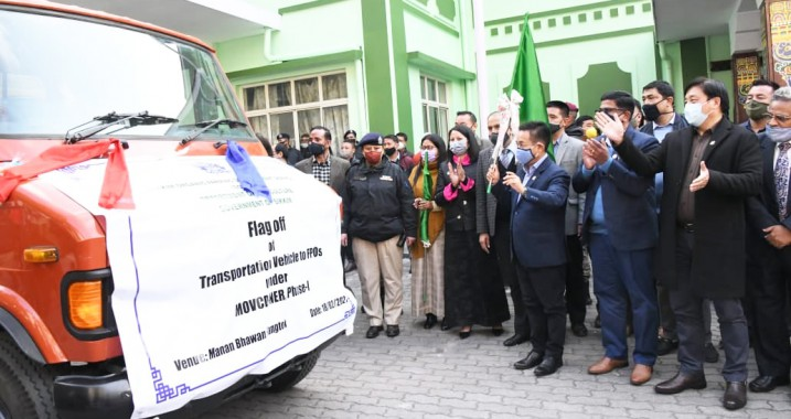 CM hands over vehicles to FPOs to transport agriculture produce